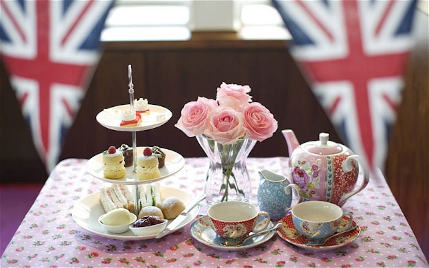 the evolution of british tea traditions in the 18 19th centuries essay Recommended reading about 18th century fashion british artists and designers were increasingly influenced by other cultures spanning four centuries.